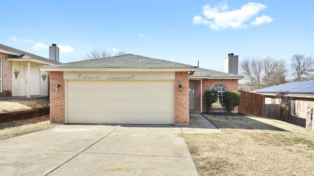 Photo 1 of 25 - 812 Max St, Fort Worth, TX 76108
