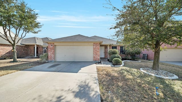 Photo 1 of 33 - 5112 Raymond Dr, Fort Worth, TX 76244