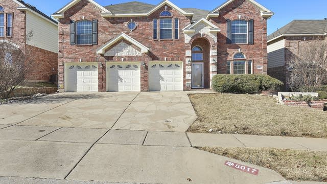 Photo 1 of 29 - 5017 Whisper Dr, Fort Worth, TX 76123