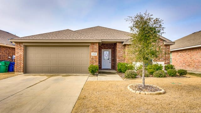 Photo 1 of 28 - 1812 Fairweather Dr, Princeton, TX 75407