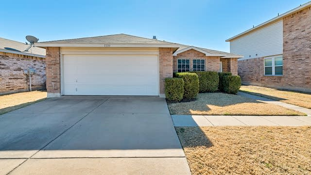 Photo 1 of 25 - 5333 Lava Rock Dr, Fort Worth, TX 76179