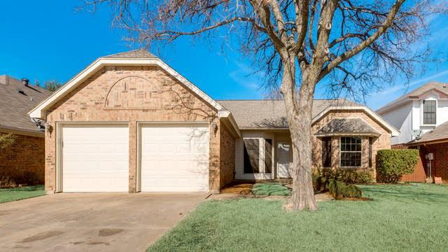 Photo 1 of 32 - 6704 Mesa Dr, North Richland Hills, TX 76182