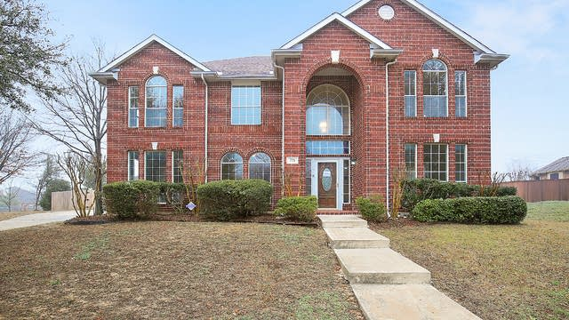 Photo 1 of 36 - 721 Whitetail Deer Ln, Crowley, TX 76036
