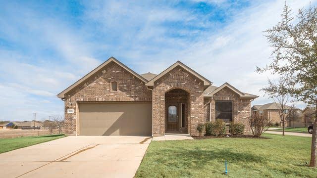 Photo 1 of 33 - 500 Bank Way, Crowley, TX 76036