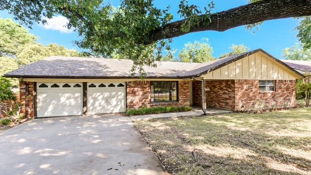 Photo 1 of 26 - 6232 Whitman Ave, Fort Worth, TX 76133