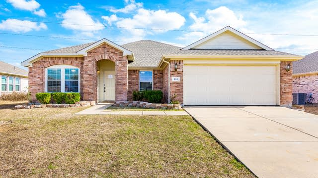 Photo 1 of 29 - 613 Overton Dr, Wylie, TX 75098