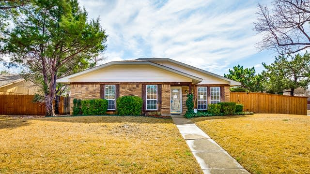 Photo 1 of 27 - 734 Red Wing Dr, Lewisville, TX 75067