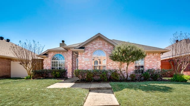 Photo 1 of 29 - 2621 Spring Rain Dr, Mesquite, TX 75181