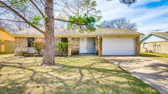 Photo 1 of 25 - 2709 Mill Pond Rd, Garland, TX 75044