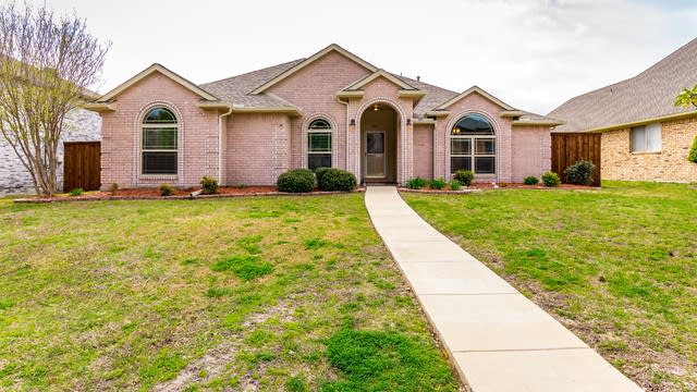 Photo 1 of 26 - 822 Foxwood Ln, Wylie, TX 75098