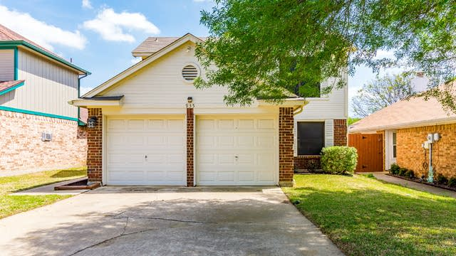Photo 1 of 26 - 935 Boxwood Dr, Lewisville, TX 75067