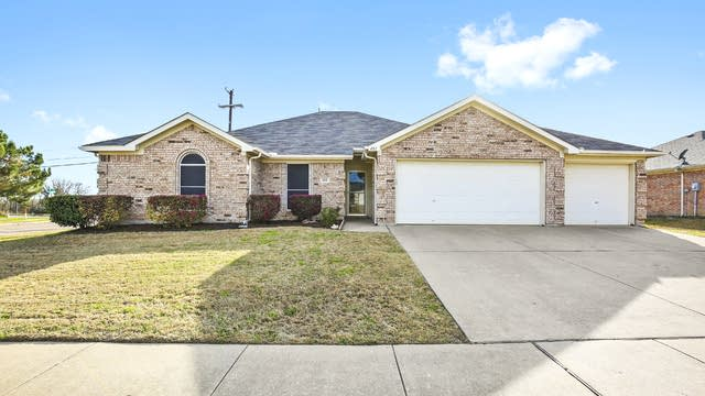 Photo 1 of 28 - 401 Bretts Way, Burleson, TX 76028