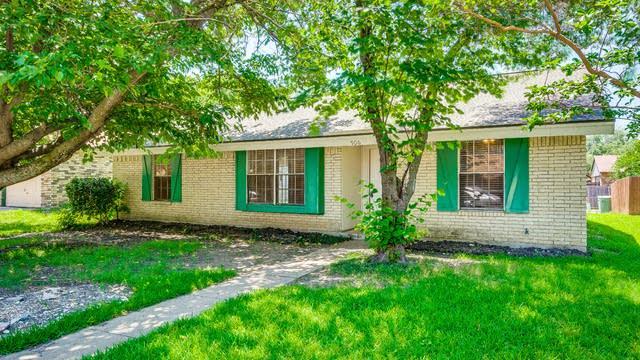 Photo 1 of 24 - 906 Grassy Glen Dr, Allen, TX 75002