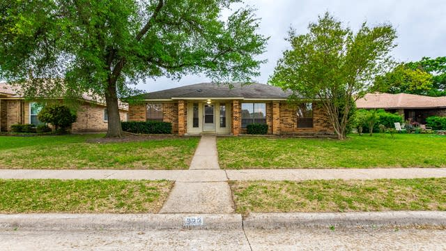 Photo 1 of 26 - 322 E Schreiber St, Garland, TX 75040