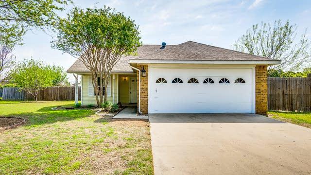 Photo 1 of 25 - 400 Conditt Cir, Denton, TX 76209