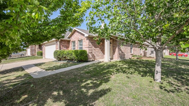 Photo 1 of 26 - 16728 Woodside Dr, Justin, TX 76247