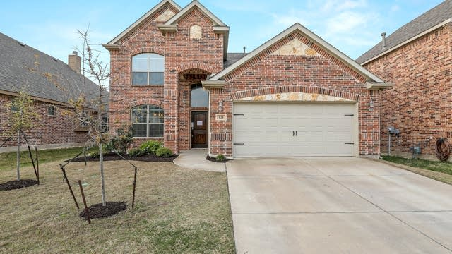 Photo 1 of 29 - 928 Albany Dr, Fort Worth, TX 76131