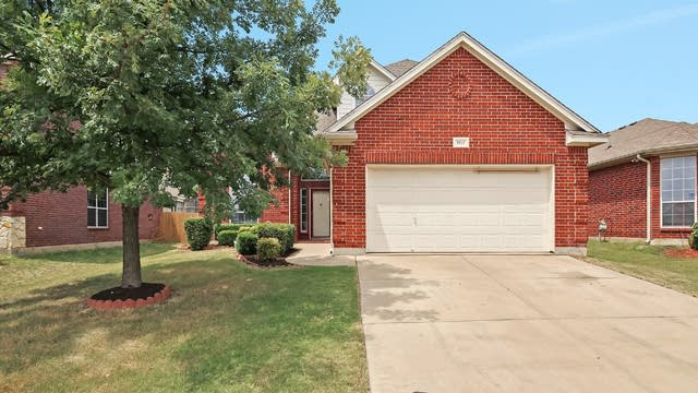 Photo 1 of 30 - 5813 Pearl Oyster Ln, Fort Worth, TX 76179