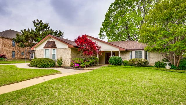 Photo 1 of 28 - 106 Donna Cir, Lewisville, TX 75077