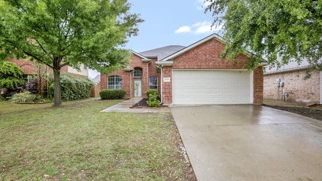 Photo 1 of 30 - 2737 Red Wolf Dr, Fort Worth, TX 76244