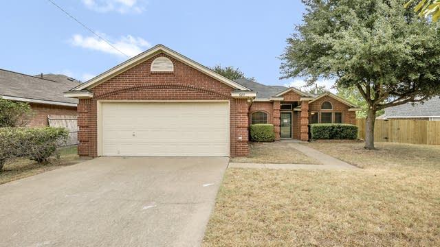 Photo 1 of 26 - 680 Honeysuckle Ln, Cedar Hill, TX 75104