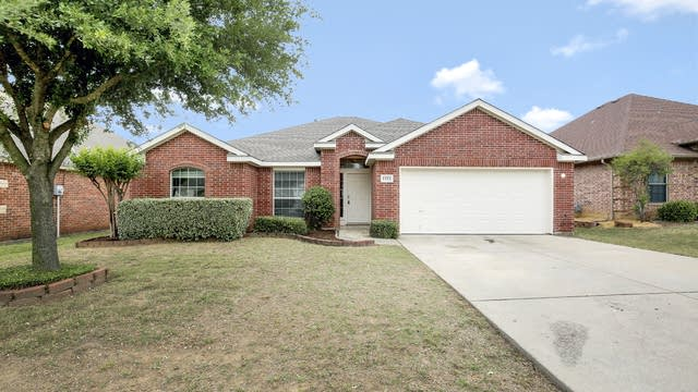 Photo 1 of 28 - 1321 Maple Terrace Dr, Mansfield, TX 76063