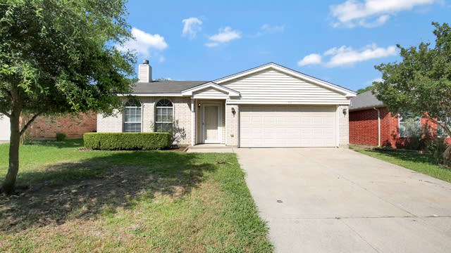 Photo 1 of 27 - 516 Berryhill Dr, Mansfield, TX 76063