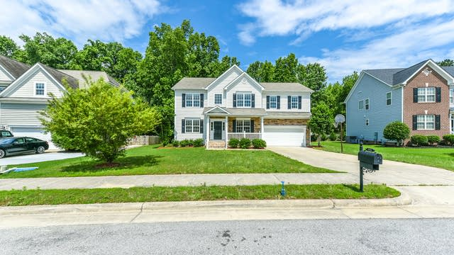 Photo 1 of 29 - 1119 Virginia Water Dr, Rolesville, NC 27571