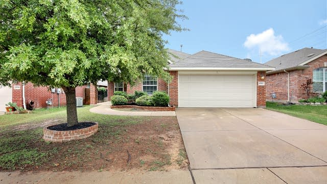 Photo 1 of 26 - 15513 Gatehouse Dr, Roanoke, TX 76262