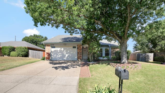 Photo 1 of 26 - 6226 Fernwood Dr, Arlington, TX 76001