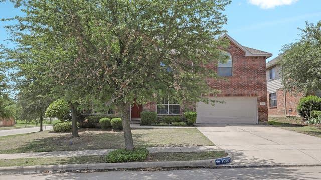 Photo 1 of 35 - 10601 Highland Ridge Rd, Fort Worth, TX 76108
