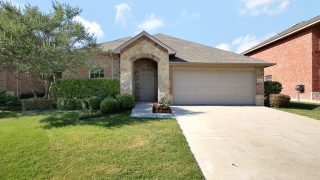 Photo 1 of 27 - 2432 Grand Rapids Dr, Fort Worth, TX 76177