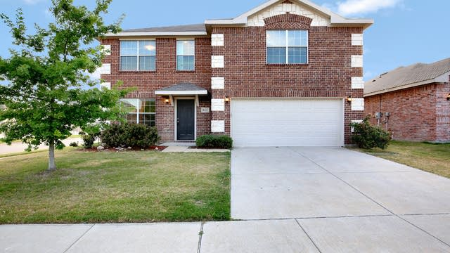 Photo 1 of 25 - 8601 Star Thistle Dr, Fort Worth, TX 76179