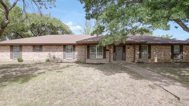 Photo 1 of 25 - 5301 S Dr, Fort Worth, TX 76132