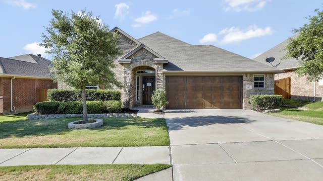 Photo 1 of 25 - 8705 Vista Royale Dr, Fort Worth, TX 76108