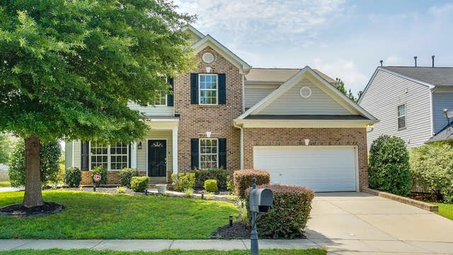 Photo 1 of 28 - 10040 Barrands Ln, Charlotte, NC 28278