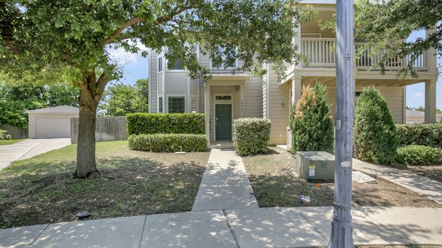 Photo 1 of 26 - 10864 Astor Dr, Fort Worth, TX 76244