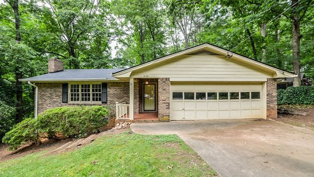 Photo 1 of 16 - 1599 Country Squire Ct, Decatur, GA 30033