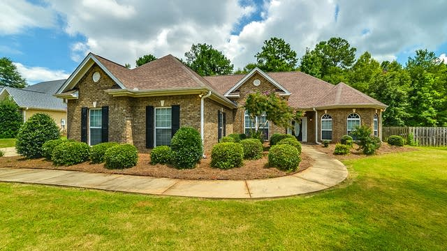 Photo 1 of 24 - 418 Glouchester Dr, Locust Grove, GA 30248