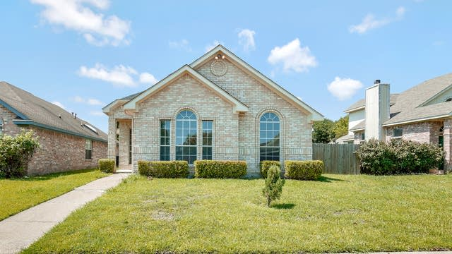 Photo 1 of 26 - 1533 Cool Springs Dr, Mesquite, TX 75181