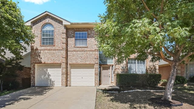 Photo 1 of 28 - 8513 Stetson Dr, Fort Worth, TX 76244