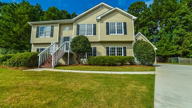 Photo 1 of 18 - 760 Fawn Ct, Loganville, GA 30052