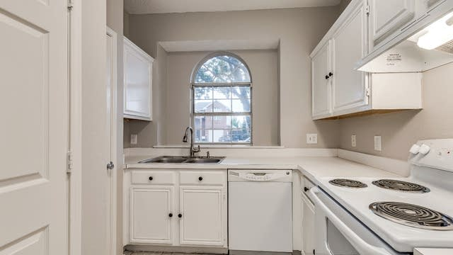Photo 1 of 21 - 1387 Mimosa Ln, Lewisville, TX 75077