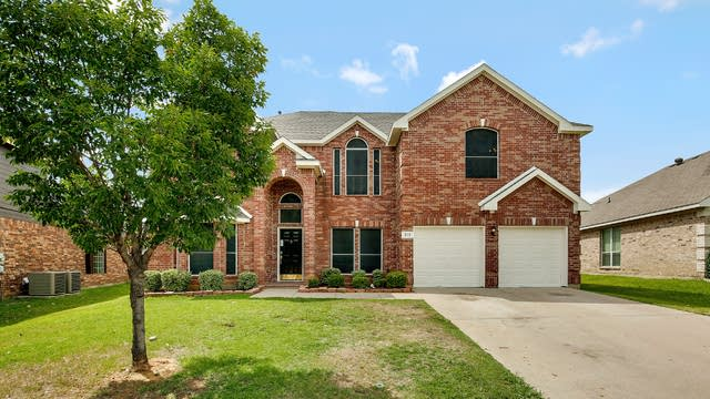 Photo 1 of 29 - 215 Cabotwood Trl, Mansfield, TX 76063