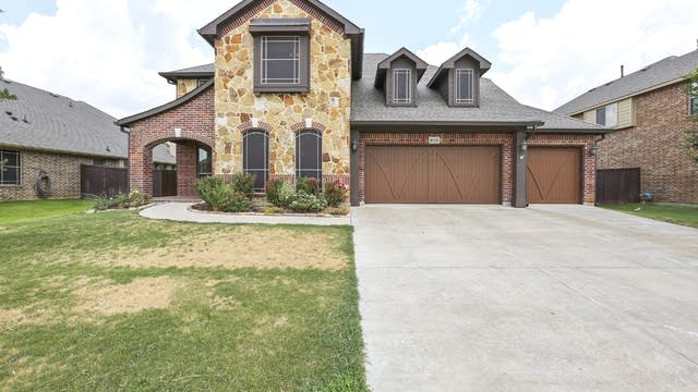 Photo 1 of 36 - 1021 Tara Dr, Burleson, TX 76028