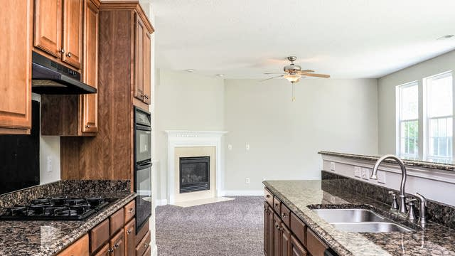 Photo 1 of 30 - 2904 Roundleaf Ct, Raleigh, NC 27604