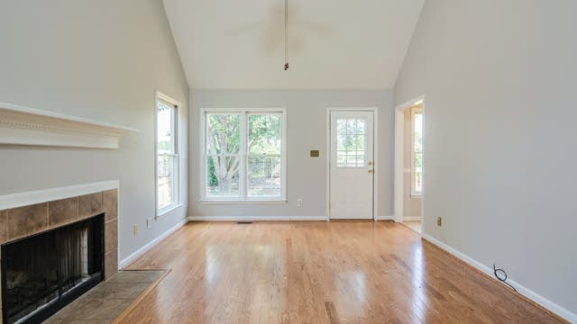 Photo 1 of 17 - 1716 Sagamore Ct, Raleigh, NC 27604