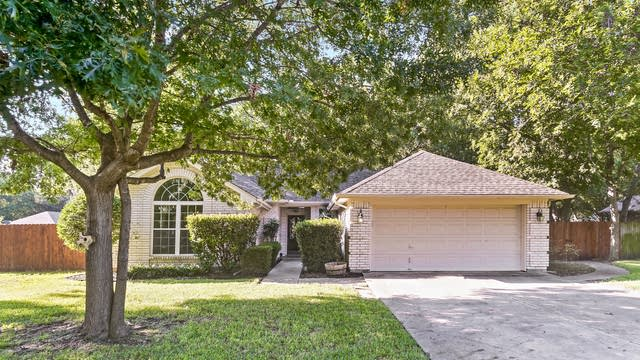 Photo 1 of 21 - 1319 Dahlia Dr, Grand Prairie, TX 75052