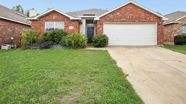 Photo 1 of 25 - 4729 Barnhill Ln, Fort Worth, TX 76135