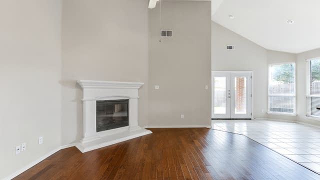 Photo 1 of 25 - 9613 Minton Dr, Fort Worth, TX 76108